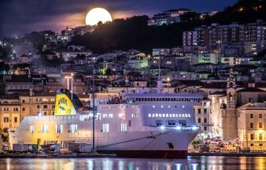 The Full Moon behind Ancona